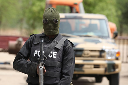 В Нигерии боевики похитили более ста школьниц