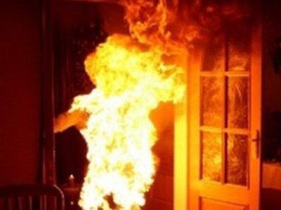 Деревенский житель облил горючим свою жену и поджег ее