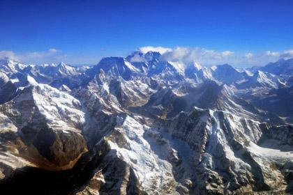 Шесть альпинистов погибли после схода лавины на Эвересте