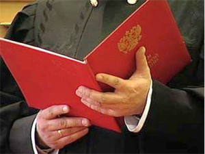 Чиновник, пытавшийся заработать на прописке молдаванина, лишился работы и денег