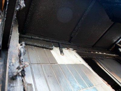 В ярцевской многоэтажке среди бела дня загорелся балкон