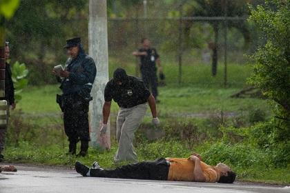 Шесть человек погибли при нападении на автобус в Сальвадоре