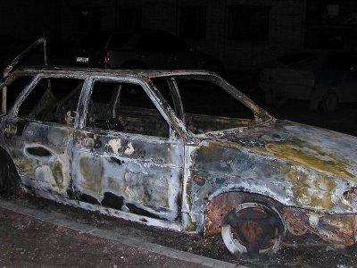 Под Рославлем взяли квинтет угонщиков, спаливших разобранное на запчасти авто