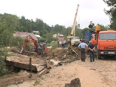 В Смоленске начали восстанавливать разрушенный ливнем мост
