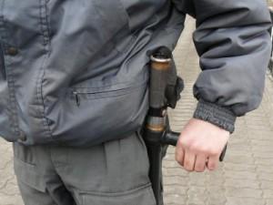 Охранники, избившие девушку резиновой дубинкой, пойдут под суд