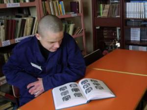 Жителей региона просят подарить книги сидельцам смоленских колоний