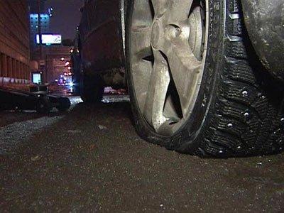 «Бесправного» автолюбителя подшофе оторвало от руля только простреленное колесо
