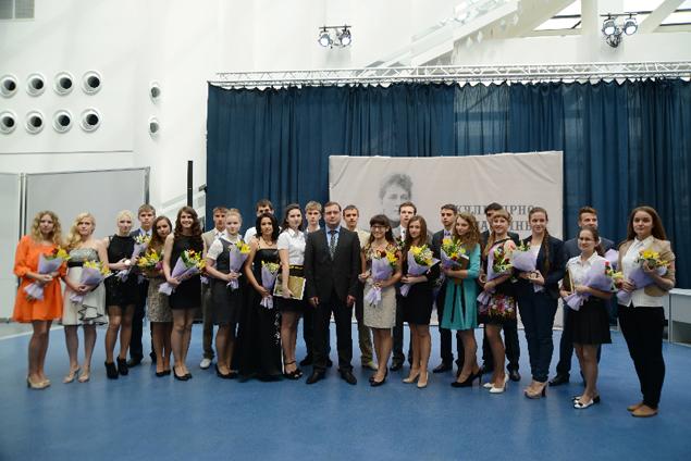 Медали с бриллиантами получили 267 смоленских школьников