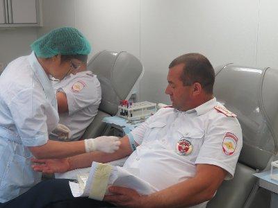 Возле памятника Федору Коню гаишники сдавали кровь для пострадавших в ДТП