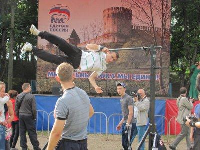 В Лопатинском саду устроили масштабный оупен-эйр в честь Дня молодежи