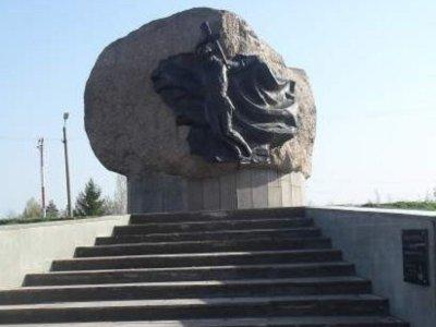 В Озерном обновили памятник освободителям Смоленщины