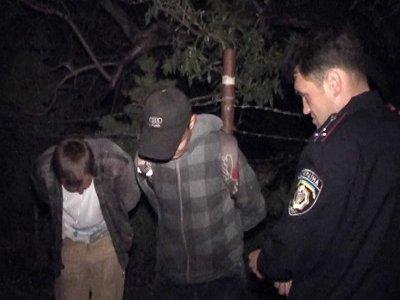 Сообщение в полицию о столпившихся у машины юнцах помогло поймать автоворов