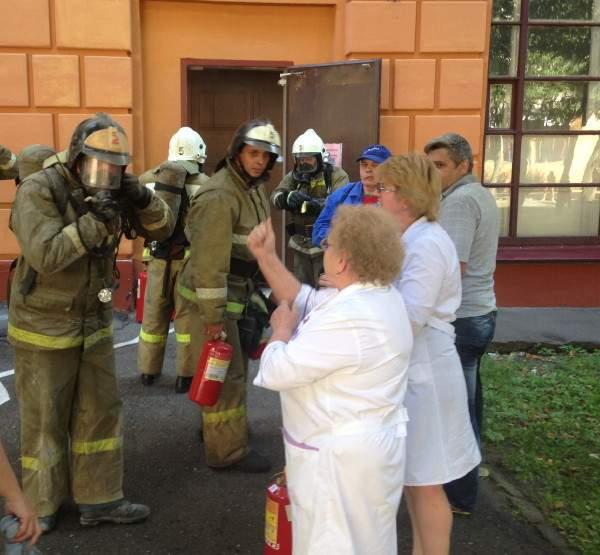 В Смоленске загорелась детская клиническая больница