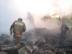 Ночной пожар в сельской избе унес жизни четырех человек