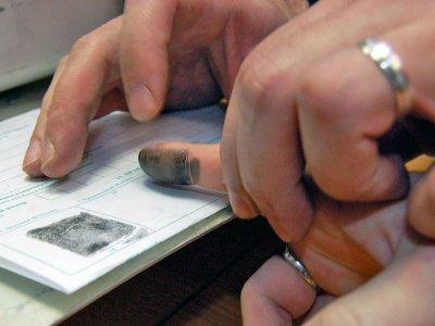 Вора, забравшегося в соседскую квартиру, нашли по отпечаткам пальцев