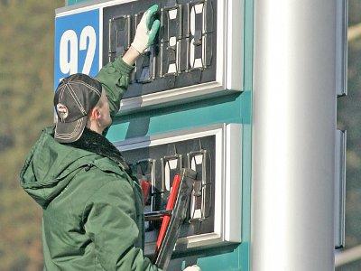 На автозаправках снова взлетели цены