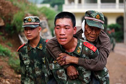 Число жертв землетрясения в Китае достигло 600