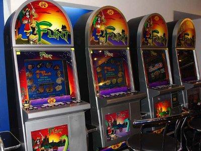 В букмекерской конторе Заднепровья прятали два десятка игровых автоматов