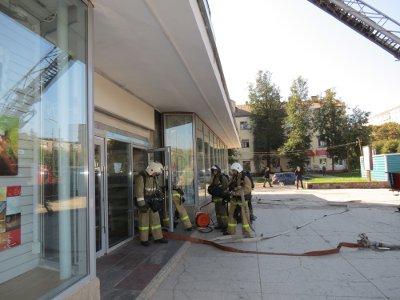 Посетителей ЦУМа эвакуировали из-за учений пожарных