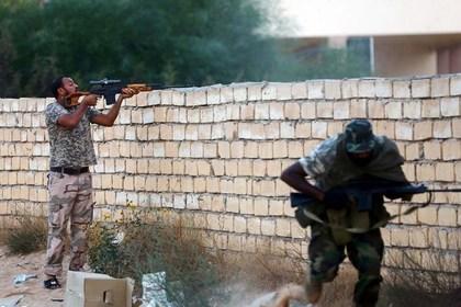 В столице Ливии начались бои с исламистами