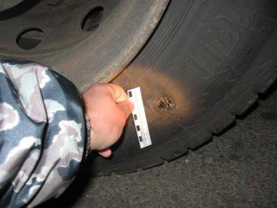 Даже простреленные колеса авто не убедили пьяного шофера пообщаться с гаишниками