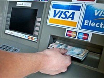 Гость умыкнул банковскую карту у хозяина дома и, обналичив ее, вернул