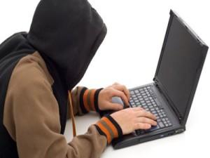 Смолянин клянчил деньги в соцсети под чужими именами