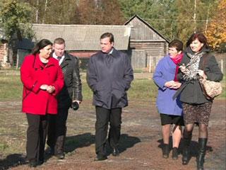 Смоленский губернатор выделил средства на ремонт бани в Шумячах