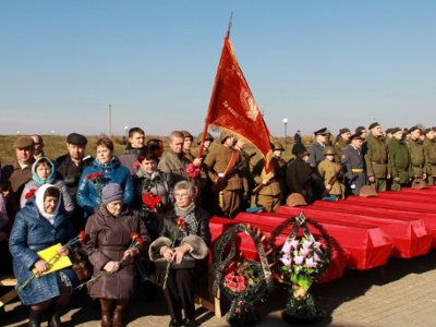 На Богородицком поле захоронили найденные поисковиками останки 326 солдат