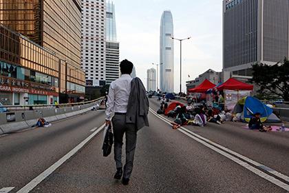 Почти все демонстранты в Гонконге покинули баррикады