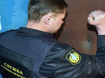 Горе-заемщица полдня мешала аресту имущества, ссылаясь на инсульт