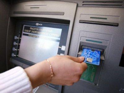 Жительница Дорогобужа сняла деньги с чужой банковской карты и вернула ее хозяину