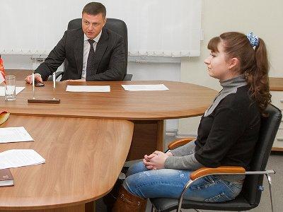 Алашеев помог обустроиться приехавшей из глубинки воспитательнице