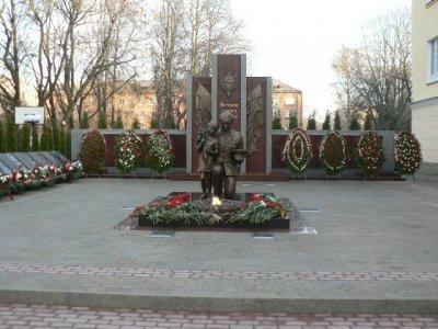 В Смоленске появился памятник погибшим на посту стражам порядка