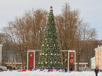 За неделю до Нового года в Смоленске нарядят все елки и зажгут иллюминацию