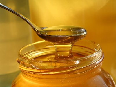 Цыганка из Ставрополья обобрала пожилую смолянку, пока продавала ей мед