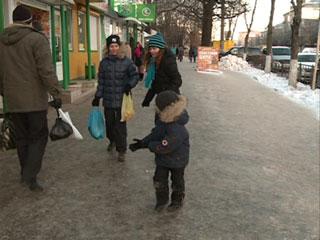 Смоляне страдают от гололеда на улицах областного центра