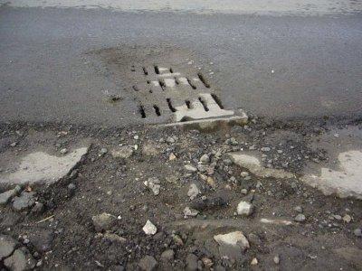 Поиск источника зловония на улице 25 Сентября привел к заброшенным ливневкам