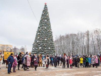 В Смоленске зажглась главная новогодняя елка