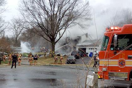 В пригороде Вашингтона небольшой самолет упал на жилой дом
