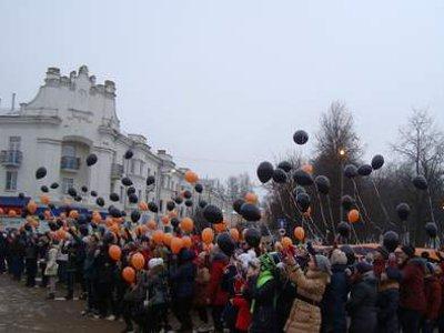 В двух городах Смоленщины устроили флешмобы с запуском сотен воздушных шаров