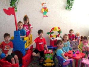 Переполненные группы в детсадах не помогли решить проблему нехватки мест