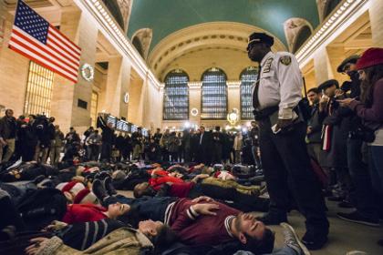 В Нью-Йорке начались протесты после оправдания полицейского