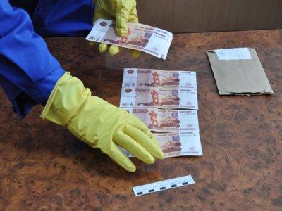 Гагаринская продавщица сдала распространителя фальшивок полиции
