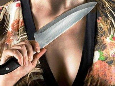 Под Починком молодая женщина вонзила нож в грудь своему приятелю