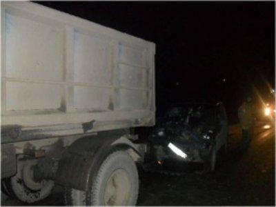 Ехавший на буксире грузовик влетел в легковушку, погубив ее пассажира