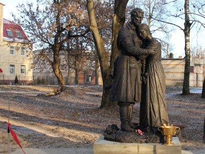 В Рославле появился памятник Петру и Февронии Муромским