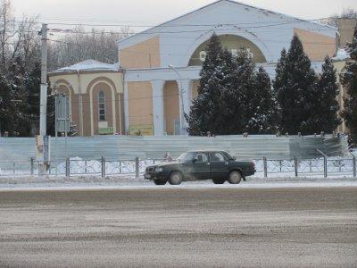 Площадь Победы начали готовить к установке памятника