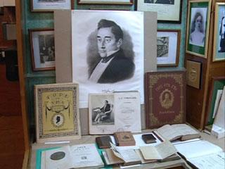 Смоленский коллекционер показал в своем музее выставку, посвященную 220-летию со дня рождения Александра Грибоедова