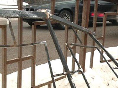 Власти задумались о приведении в порядок сбитых машинами дорожных оград